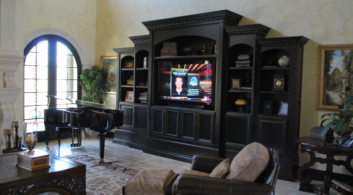 LaQuinta2010-livingroom-entertainment-center-flatscreen-lcd-tv-automated